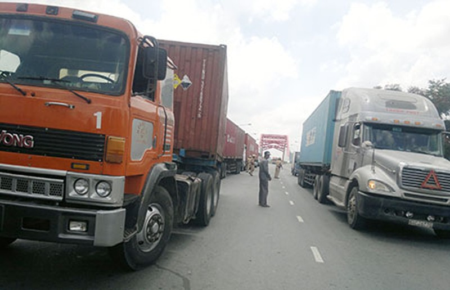 Trạm cân Bình Thuận đổi cách kiểm tra xe vượt tải - ảnh 1