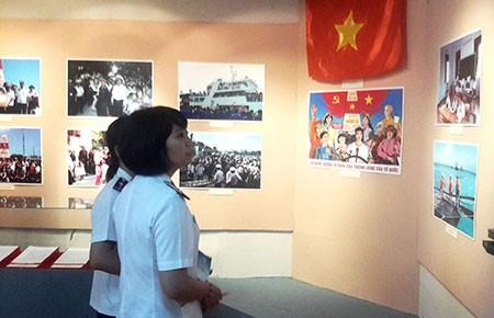 Triển lãm vỏ tàu Việt Nam bị Trung Quốc đâm rách  - ảnh 1