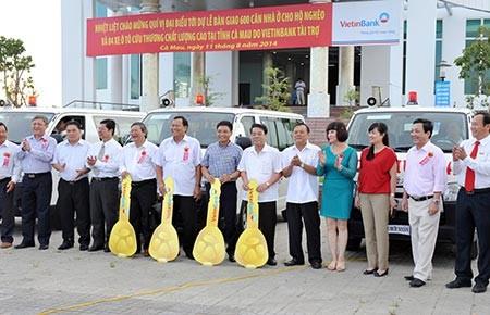 VietinBank trao 600 căn nhà và bốn xe cứu thương cho Cà Mau - ảnh 2