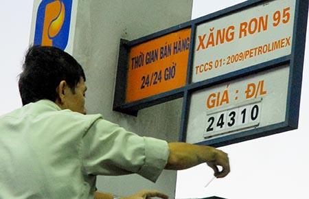 Giá xăng tiếp tục giảm - ảnh 1