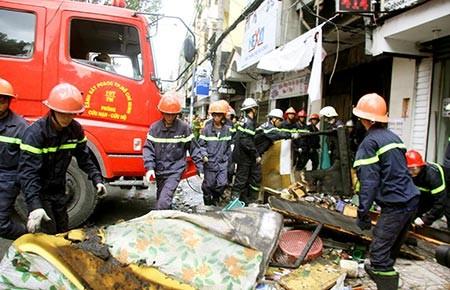 Bảy người chết cháy trong nhà khóa kín - ảnh 1