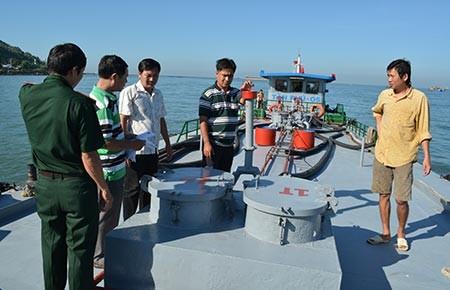 Bắt tàu chở gần 60 tấn FO dầu không rõ nguồn gốc - ảnh 1