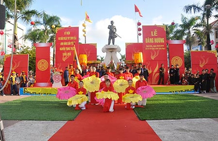 Dâng hương Anh hùng dân tộc Nguyễn Trung Trực - ảnh 1