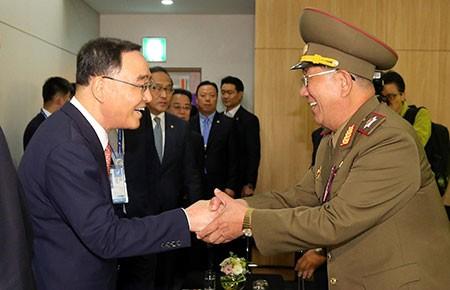 Thủ tướng Hàn Quốc gặp phái đoàn Triều Tiên  - ảnh 1