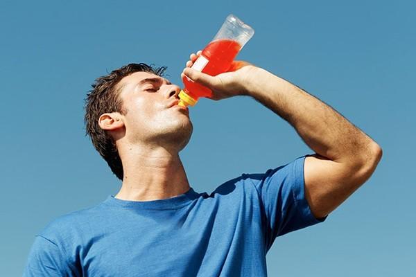 Nước tăng lực có thể dẫn đến chết người  - ảnh 1