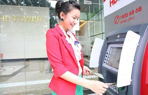 Phạt ngân hàng nếu để ATM hết tiền - ảnh 1