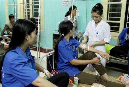 Bắc Giang: Hơn 50 công nhân bị ngộ độc sau bữa trưa - ảnh 1