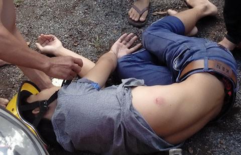 Vụ dân tố CSGT đánh người: Một người xưng là CSGT đến BV thương lượng - ảnh 1