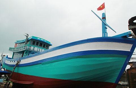 Hạ thủy tàu cá thay thế tàu bị Trung Quốc đâm chìm  - ảnh 1