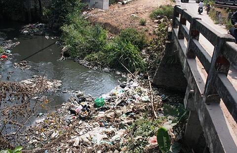 Biên Hòa: Dân ngộp thở vì 'dòng kênh chết' - ảnh 1