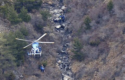 Tai nạn máy bay A320 ở Pháp: Phi công phụ muốn đâm vào núi tự sát - ảnh 1
