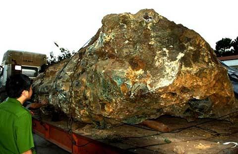 Vụ 'bắt giữ hòn đá 30 tấn': Phạt tài xế 35 triệu đồng - ảnh 1
