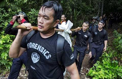 Khai quật 139 thi thể ở Malaysia - ảnh 1