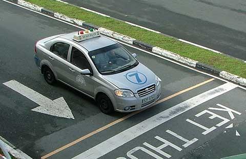 Băn khoăn bằng lái ô tô số tự động - ảnh 1