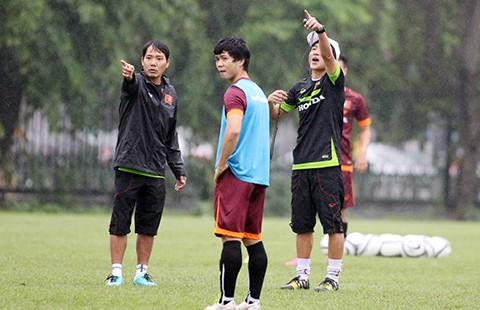 Đội tuyển U-23 Việt Nam: Thiếu trước hụt sau - ảnh 1