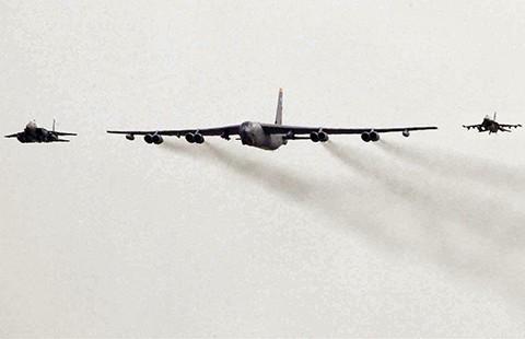 Sau B-52, tàu sân bay sẽ đến Hàn Quốc  - ảnh 1