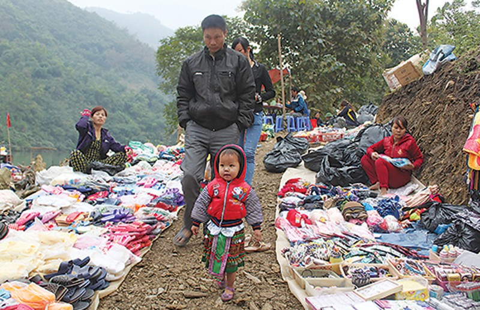 Chợ phiên độc đáo dọc sông Ðà - ảnh 2