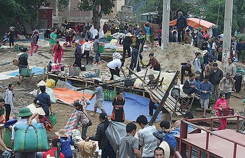 Chợ phiên độc đáo dọc sông Ðà - ảnh 3