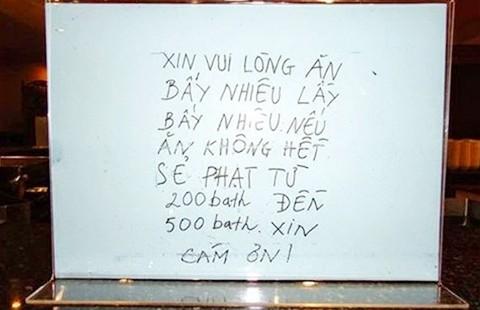 Người Việt xấu xí khi đi du lịch  - ảnh 1