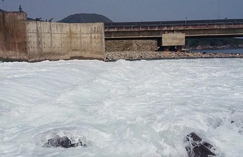 Hà Tĩnh phát hiện dải nước lạ dài khoảng 10 km - ảnh 1