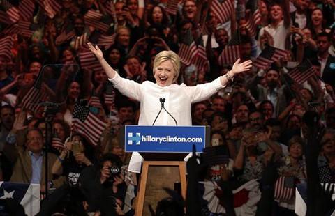 'Ứng viên lịch sử' Hillary Clinton sẽ làm gì cho nước Mỹ? - ảnh 1