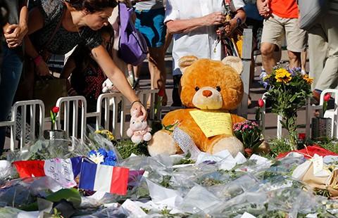 Truy tìm dấu vết đồng phạm của hung thủ vụ tấn công ở Nice - ảnh 1