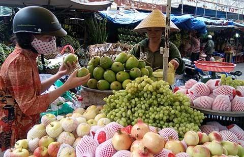Nở rộ trái cây Trung Quốc núp bóng hàng Việt  - ảnh 1