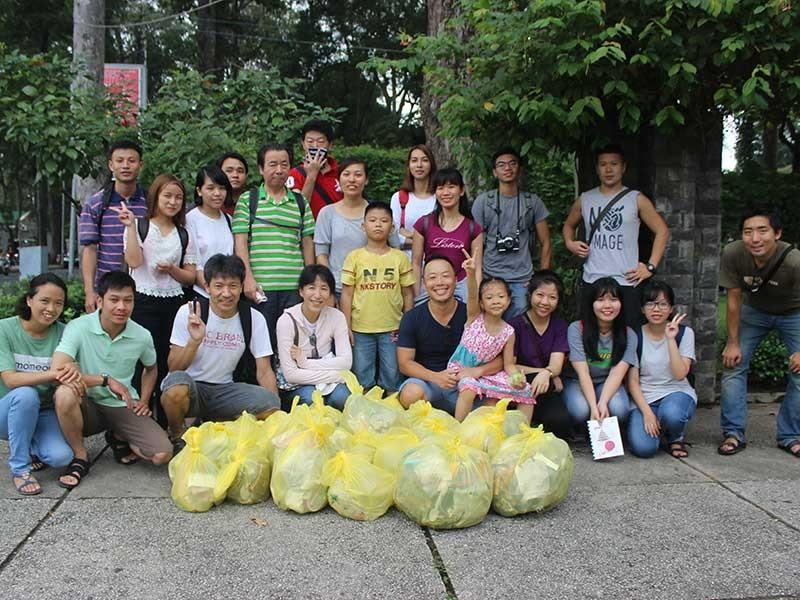 Những người trẻ nhặt rác không công - ảnh 1
