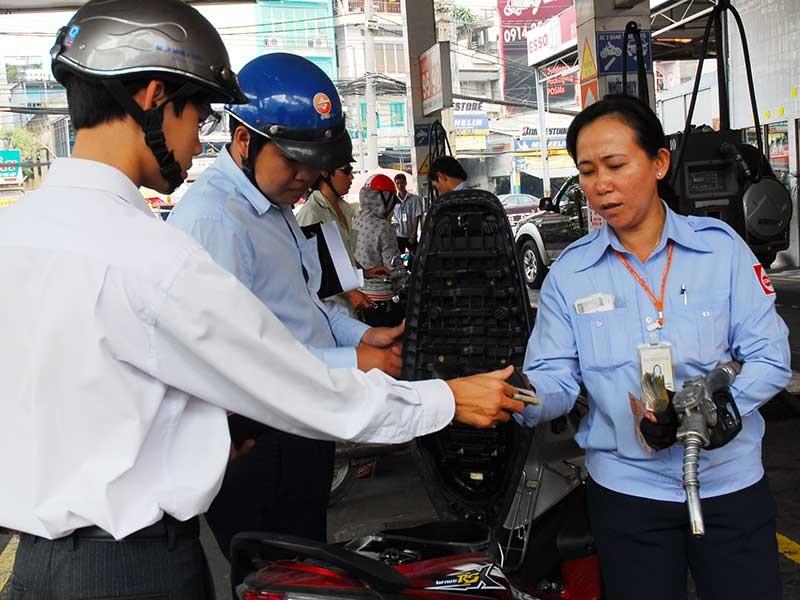 Bộ Tài chính: Khoán xe công là bình thường - ảnh 1