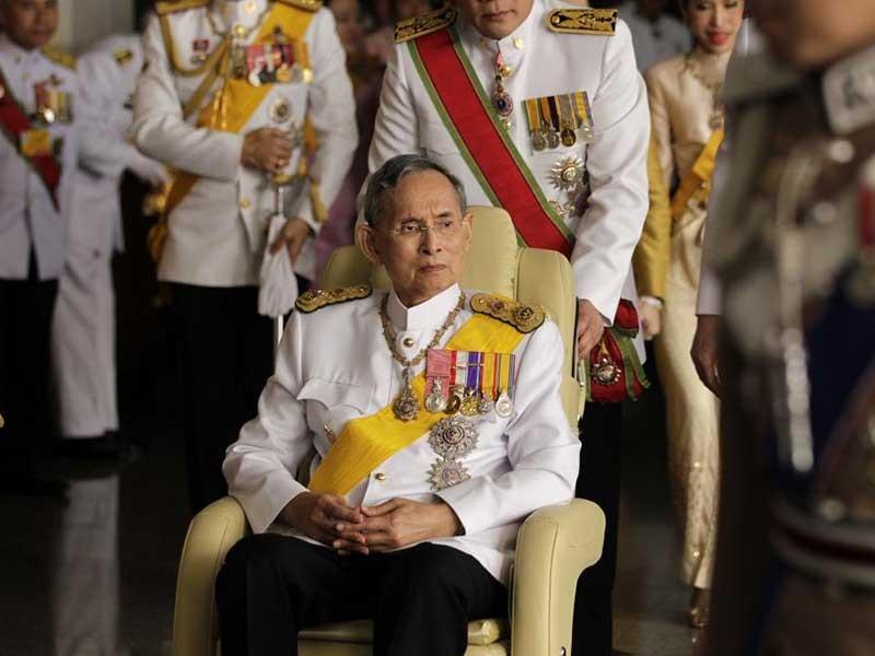 Quốc vương Bhumibol: Vị thánh sống của người Thái - ảnh 3