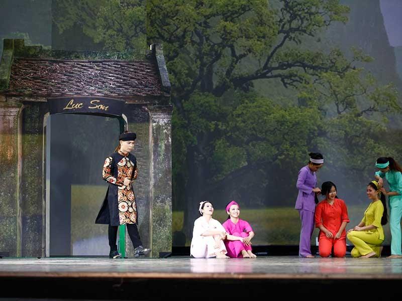Nhạc kịch 10 tỉ đồng đem lại gì cho sân khấu Việt? - ảnh 1