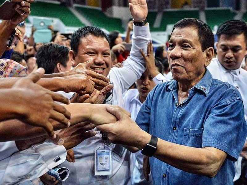 Ông Duterte thay đổi quan điểm về biển Đông - ảnh 1