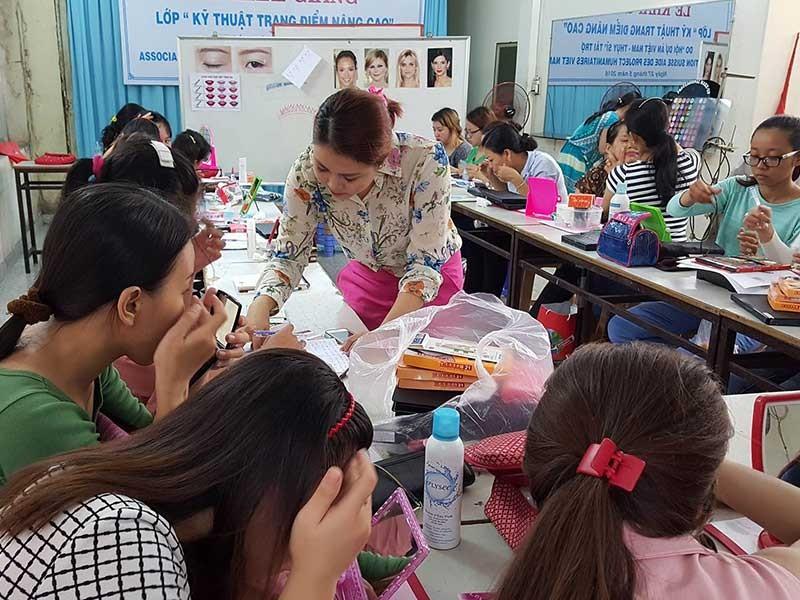 TP.HCM trao 100 tỉ đồng giúp phụ nữ thoát nghèo - ảnh 1