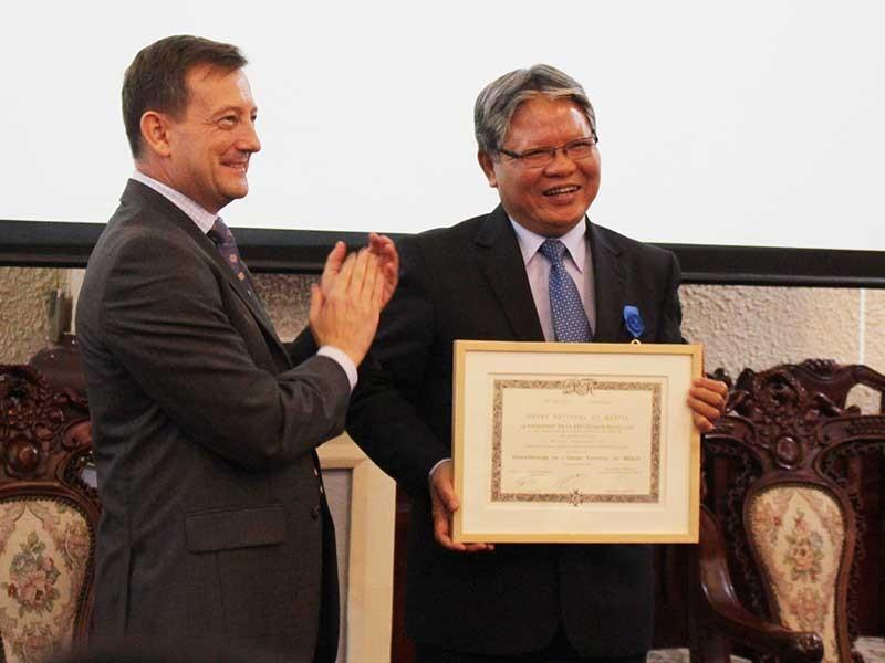Ông Hà Hùng Cường nhận huân chương Quốc công của Pháp - ảnh 1