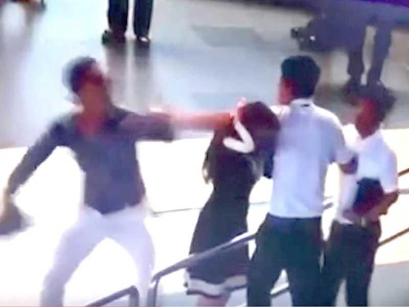 Cấm bay hai hành khách hành hung nữ nhân viên sân bay - ảnh 1