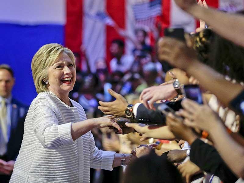 Tăng tốc đến Nhà Trắng: Những át chủ bài của bà Clinton - ảnh 1