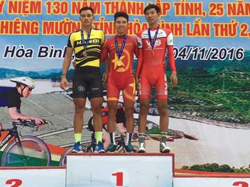 Thanh Tùng bất ngờ soán ngôi Trịnh Đức Tâm - ảnh 1