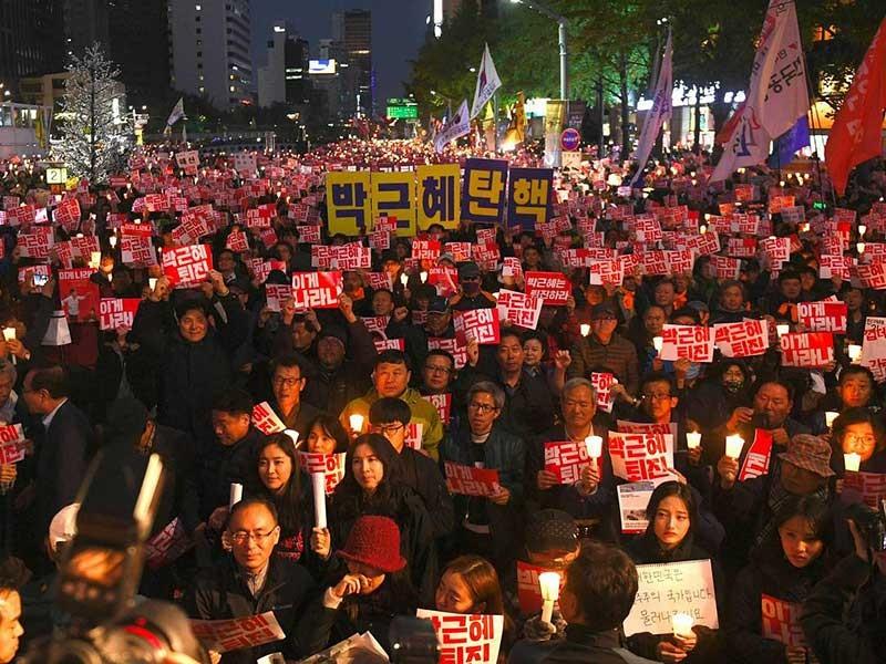 Các đảng Hàn Quốc đề nghị bắt bạn tổng thống  - ảnh 1