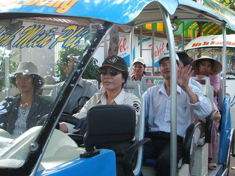 Xe buýt điện phải hạn chế tối đa ùn tắc giao thông - ảnh 1
