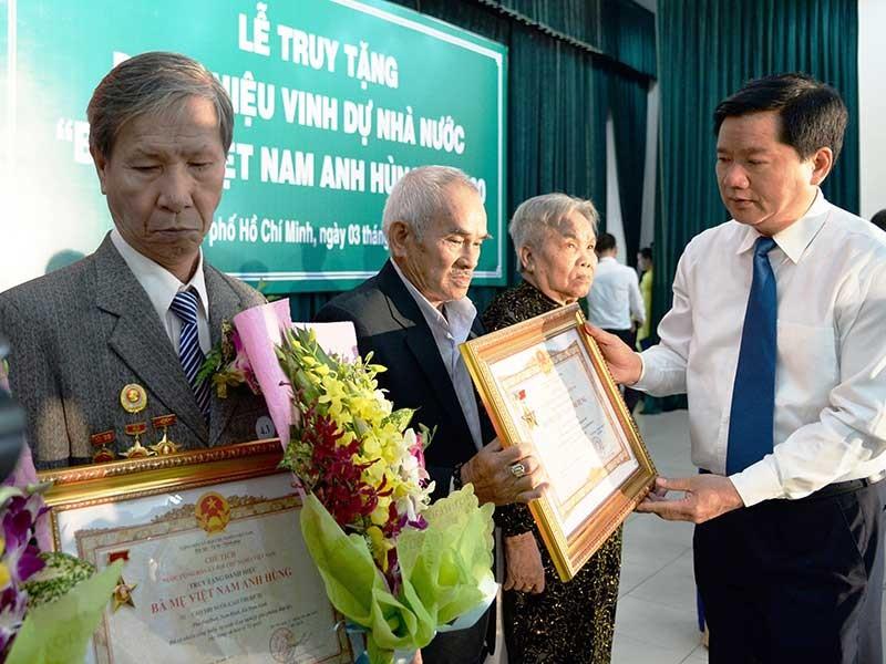TP.HCM truy tặng 230 bà mẹ Việt Nam anh hùng - ảnh 1