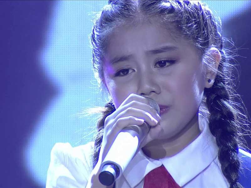 Hoài Linh khen ngợi bé gái 13 tuổi hát vọng cổ - ảnh 1