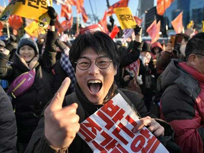 Tổng thống Hàn Quốc bị ngưng chức - ảnh 1