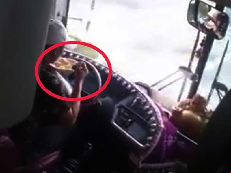 Vừa lái xe vừa ăn mì: Cách nào xử phạt? - ảnh 3