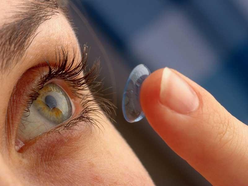 Nguy cơ bị mù vì làm đẹp bằng kính áp tròng - ảnh 2