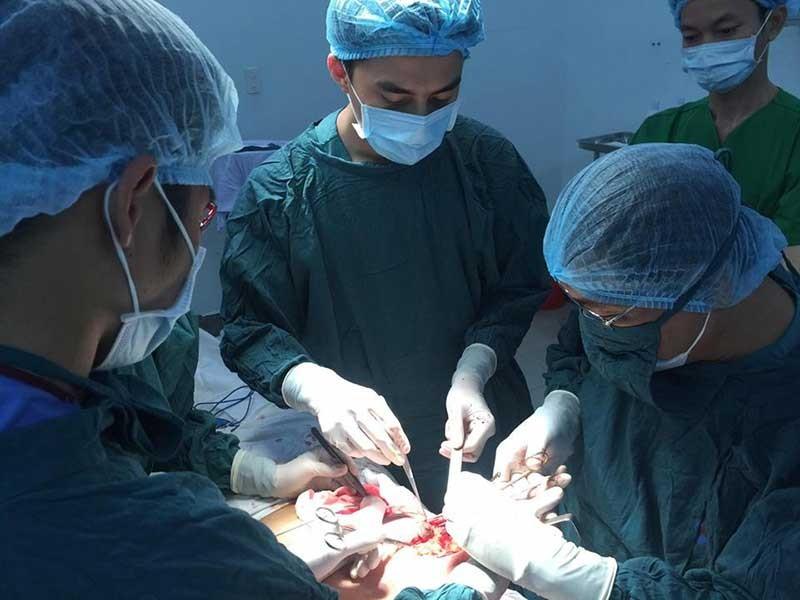 Phẫu thuật thẩm mỹ dỏm tung hoành làng quê - ảnh 1