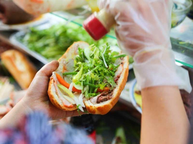 Gánh bánh mì  - ảnh 1