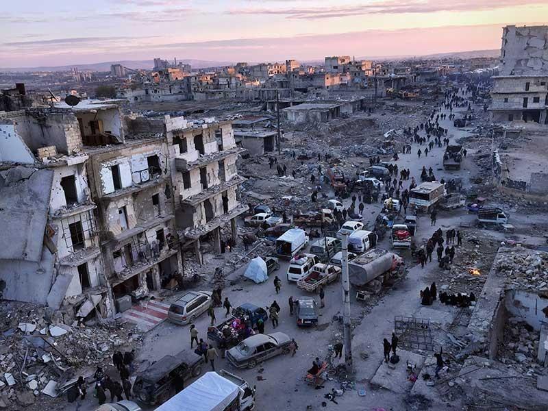 Aleppo sơ tán ổn, xe đưa người sơ tán từ Idlib bị đốt - ảnh 1
