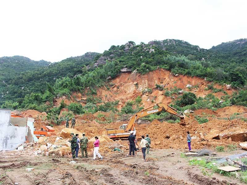 Nha Trang: Dân tố xã lơ cho khai thác đá trái phép  - ảnh 1