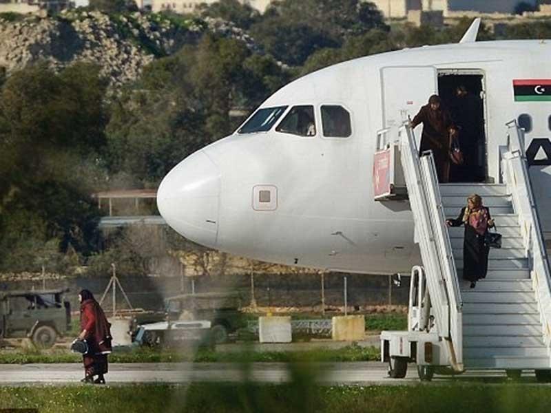 118 con tin máy bay Libya đã được không tặc thả - ảnh 1