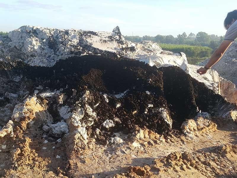 Bãi rác thải chui khổng lồ ở Đồng Nai - ảnh 2